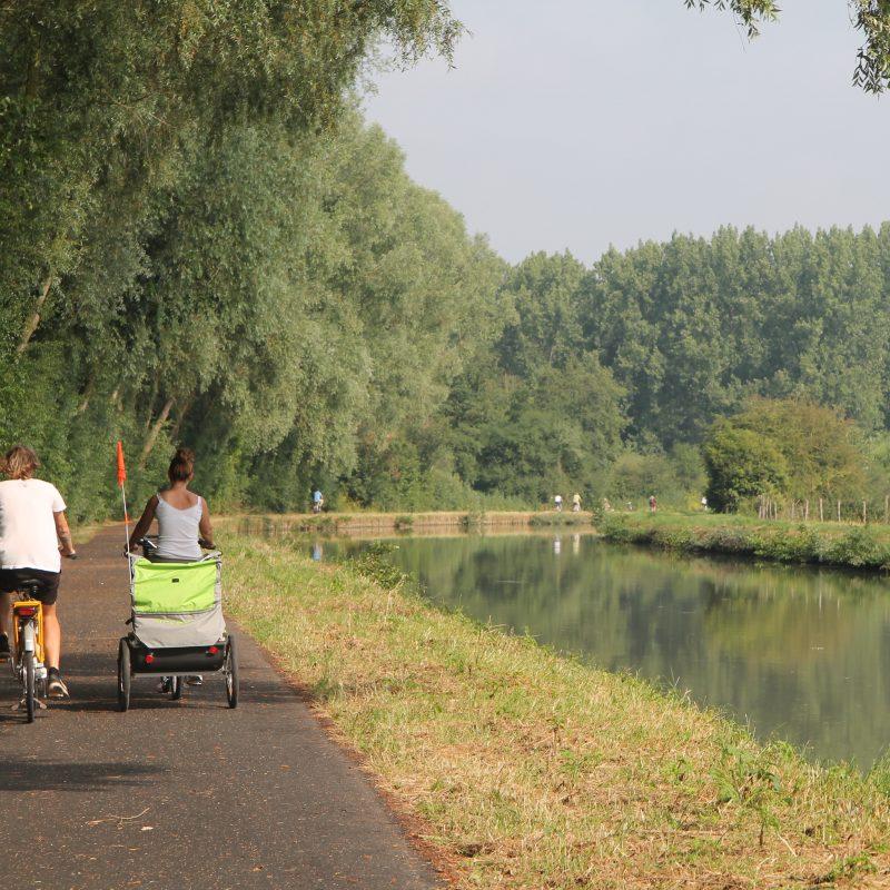 Image 3)L'EuroVelo 5 (La Via Romea Francigena) dite du Marais, du Bassin Minier, la Deûle et de la Lys